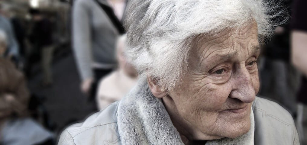 dünne Haut alte Frau