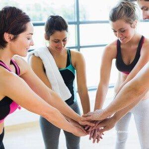Hautbild verbessern Hautpflege Gute Vorsätze Sport fördert den Stressabbau Gruppe Frauen