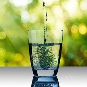 Hautbild verbessern Hautpflege Gute Vorsätze Wasser Flüssigkeit Entgiftung