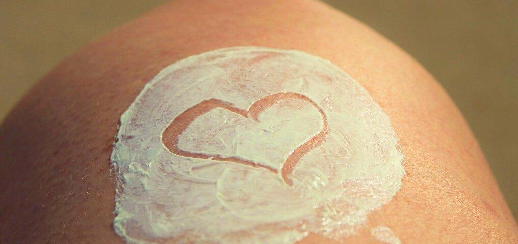 trockene Haut Knie Creme Herz
